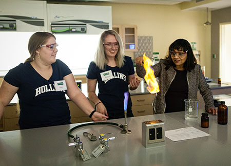 Photo of students and President Lawrence in lab