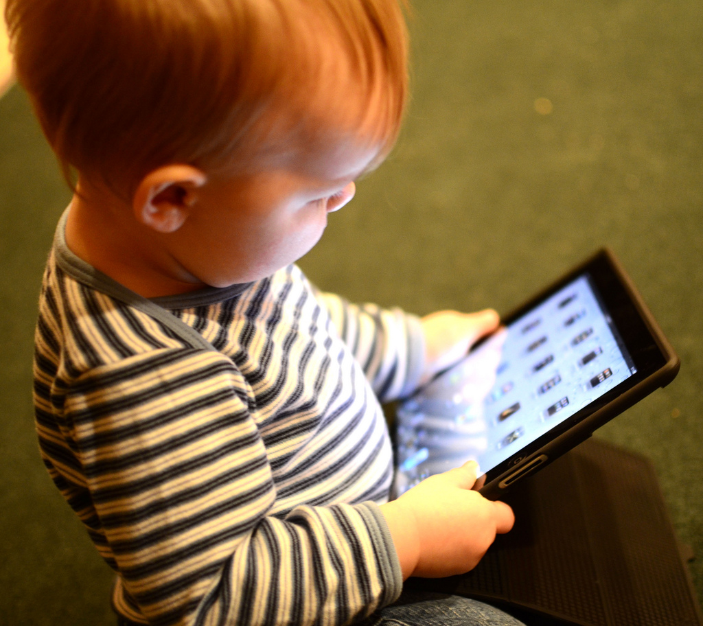 Psychology majors at Hollins University study how children interact with technology.